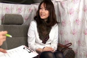 【素人ナンパ】チンチンを欲しがる手マンされたセレブ人妻のSEX動画