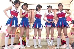 【王様ゲーム】アラフォー童貞男を女子大生チアリーダー集団が筆下ろし!