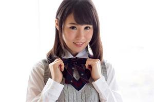 北川ゆず 制服姿に照れる彼女を手マンするイチャイチャSEX動画