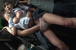 満員バスで後ろから制服越しにねっとり乳揉み痴漢!!