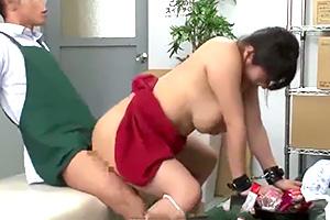 春菜はな 万引きで捕まった巨乳人妻がバックヤードで性的制裁!