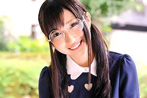 【素人】SNSで見つけたメガネ美少女を口説き落としてAVデビューさせる!