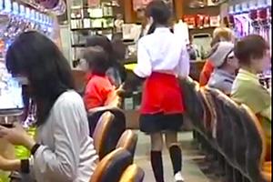 【レイプ】パチンコ店員を狙う男の魔の手。しかし店内の騒音にかき消されて声は聞こえない…
