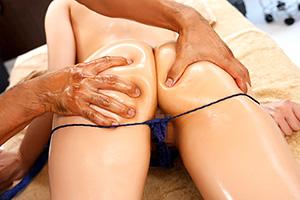 ティア 魅力的な巨尻をエステで触られまくるセクハラマッサージ