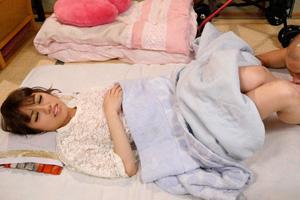 星野千紗 義父に手マンされてマンコが疼いたギャル人妻の寝取られSEX動画