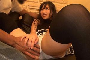 【素人】黒髪ストレートのニーハイ女子を手マンしてハメるナンパSEX動画