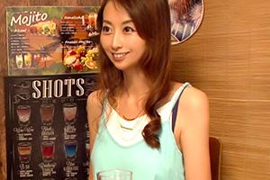 【熟女】居酒屋で一人飲みしていたアラフォー美女を口説いてお持ち帰り!