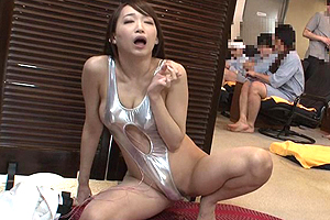 蓮実クレア ビッグバンローターを膣中に入れたままサウナでバイトした結果…