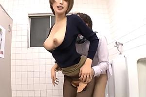 君島みお 痴漢にイカされた人妻が駅のトイレに連れ込まれて…