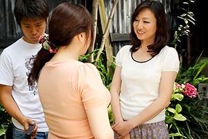 【熟女】新澤久美子 隣人の息子の童貞を奪う色気ある人妻