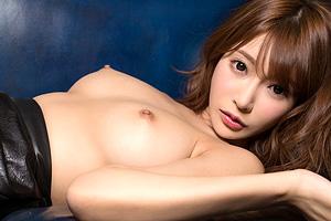 明日花キララ 女性にも大人気のAV女優が無敵ボディをさらけ出すヌード動画