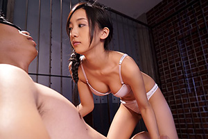 辻本杏 フェラと手コキで拘束M男を責める美少女