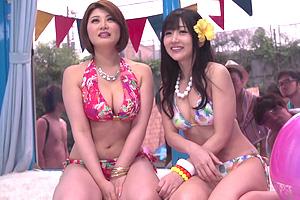 【マジックミラー号】巨乳ビキニ美女が逆ナンパした一般人男性と3P!