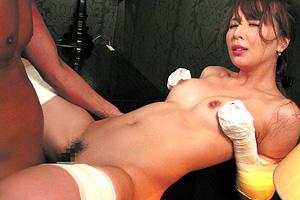希崎ジェシカ 手足をテープで完全固定された美女のクチビル性交!