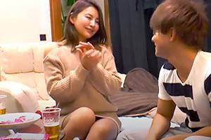 【熟女】色気ムンムンの四十路人妻が若い大学生とのセックスに燃え上がる!
