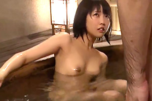 戸田真琴 家族で行った旅行先で義父に媚薬を盛られて犯される若妻