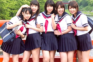 【JK】仲居のアルバイトをする女子校生が仕事をサボって混浴乱交!