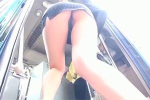 【痴漢】猛暑で汗だくのミニスカ美人妻と満員バスで密着SEX