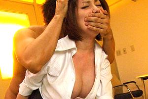 天海つばさ レイプ写真で脅された美人女教師が生徒の肉便器に…