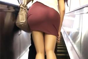【痴漢】実のお姉ちゃんだけどヤリたい…。タイトスカート巨尻に弟が欲情!