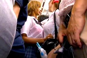 【痴漢】濡れて透けブラのギャルがすし詰め状態の満員電車で襲われる…