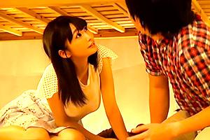 【素人】2段ベッドで寝取られSEX!女子大生が彼氏の友達とヤッちゃった…