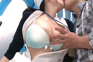 【マジックミラー号】巨乳をがっつり揉まれて発情した現役ナースのSEX!