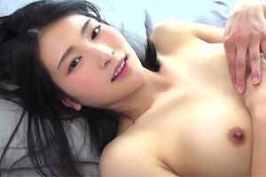 本庄鈴 デビュー作を10000本売った美少女の恥じらいSEX