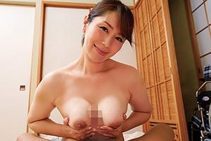 【熟女】翔田千里 食事から下の世話まで。全裸美女がまごころ介護