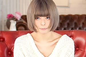 月乃ルナ アダルトに興味があったオタク系女子がAVデビュー!