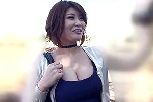 推川ゆうり 巨乳AV女優がプライベート撮影でオヤジたちに好き放題される