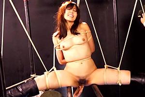 高学歴のエリート女が脱出不可能の処刑台で淫乱拷問!