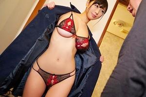 桐谷まつり 巨乳美女の下着販売員による着衣中出しセックス!