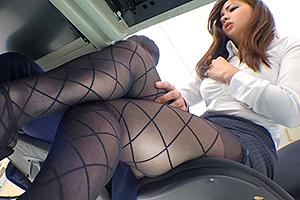 黒パンスト越しのパンチラで男性社員を誘惑する痴女OLとオフィスSEX!