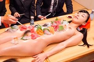 由愛可奈 人権無視の全裸居酒屋!?お客さんの命令は絶対なんて誰が言ったの!