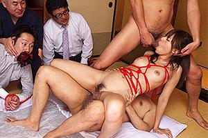 瑠川リナ 拘束した夫の前で妻をNTR調教!他人ちんぽで汚されてしまう人妻。
