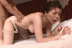 緒川凛 Iカップのスレンダー美巨乳の女捜査官がベッドの上で悶えまくる!