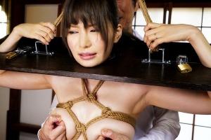 葵 ピンク乳首の巨乳令嬢を完全緊縛、恥ずかしい格好でおもちゃ責めされるパイパン
