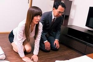 澤村レイコ 小学生の息子の同級生の父親に言いがかりをつけられNTRれる美人妻!
