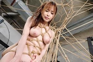 篠田ゆう 巨乳美女が緊縛され拘束!黒人の巨根に犯されイキまくる!