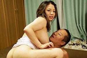 織田真子 親父との中出しセックスを息子に見せつけ挑発してくる痴女お母さん