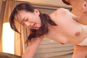 吉田楓 欲求不満のアラサー人妻がホテルでハメ撮り!