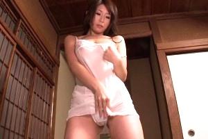 篠田あゆみ 間違って媚薬飲んだ爺さんにエロ介護する優しい巨乳妻