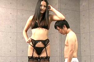 内田真由 182cmの高身長美女がチビを責め倒す痴女SEX!
