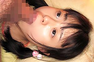 小さいロリ美少女たちが口いっぱいに巨根を突っ込まれるフェラ動画