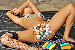 RUMIKA スレンダーな黒ギャルを眠らせないで輪姦!乳首とまんこに大量のローターを固定される!