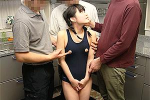 春日野結衣 パイパン貧乳の童顔少女!スク水姿で乳首を露出されツルツルまんこを電マで凌辱!