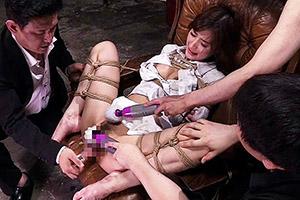 神波多一花 M字拘束で拷問される美脚なスレンダー美女、無理やりなのに感じちゃうマゾ堕ちw