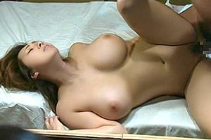 【ヘンリー塚本】寝取られ願望をもつ夫が他人に抱かれる妻を覗く!