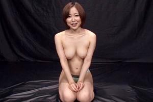 篠田ゆう 巨乳美女が手コキフェラしたりザーメン顔射やごっくんもしちゃいます!